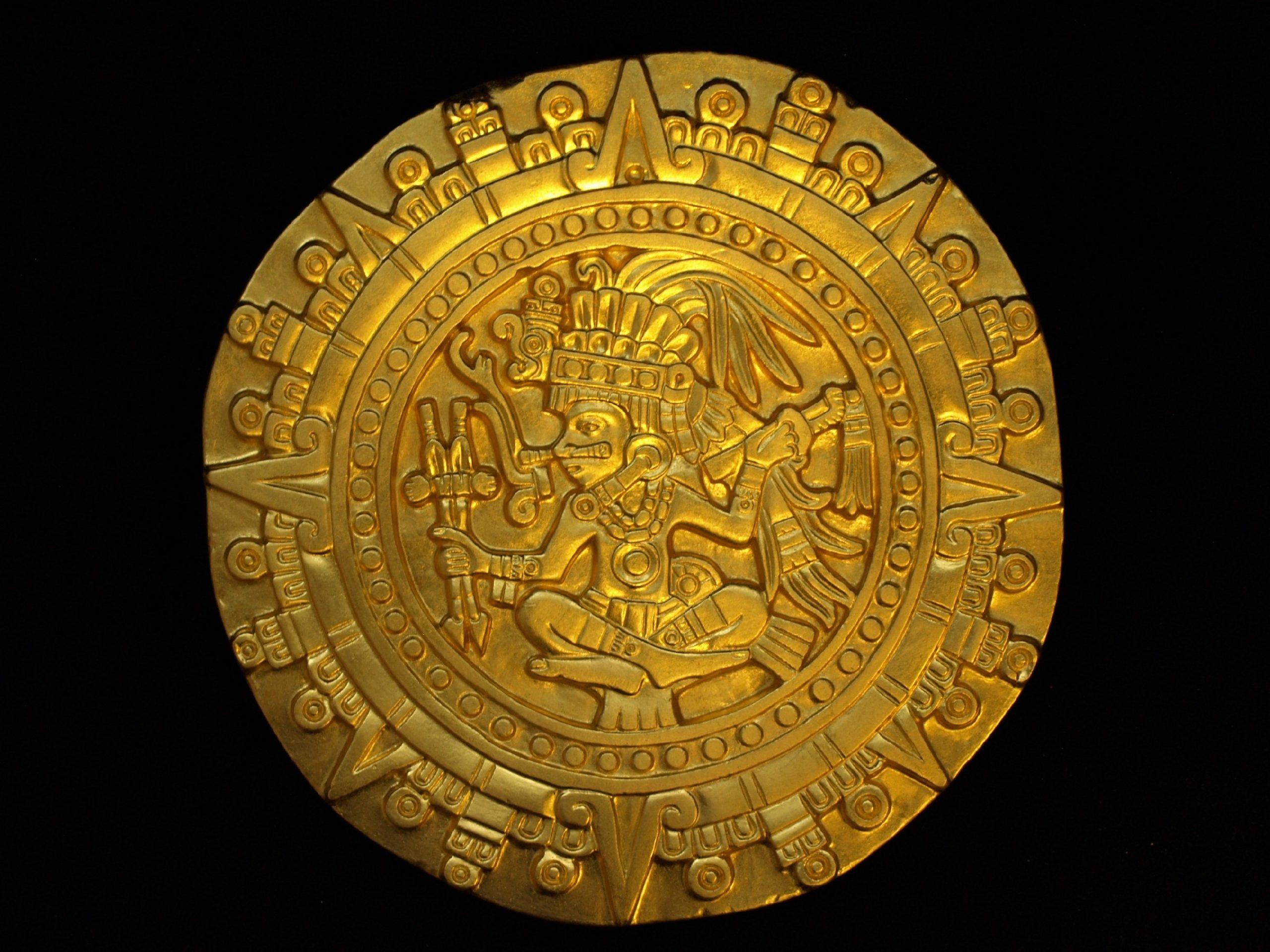 Aztekischer Kalenderstein vergoldet