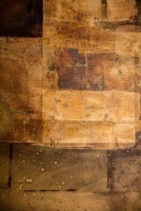 Schichtarbeit. Mit verschiedenen Blattmetallen veredelte Leinwand, 1m x 1m. Detail 1