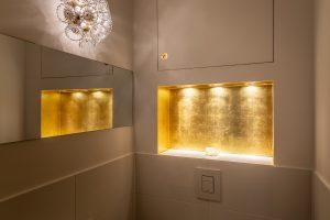 Vergoldete Nische im Badezimmer