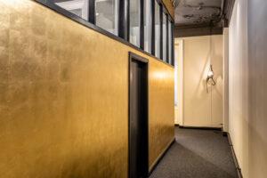 Vergoldete Wände im Design-Büro OJALA-Werke, Berlin.